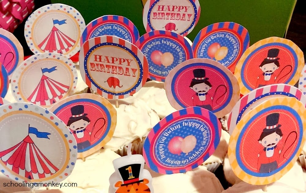Want to throw a circus party? Use these circus party decorations for inspiration and download the free circus party printables!