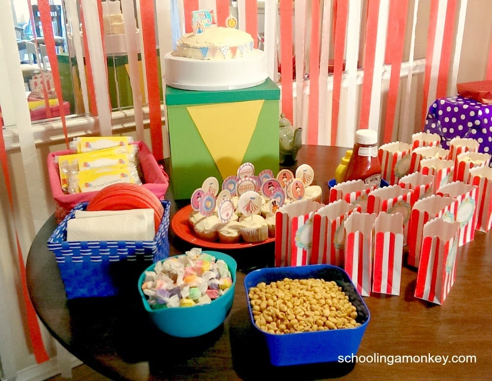 Planning a circus party? Make sure your circus party menu is also on-theme with these easy and themed circus birthday party snacks.