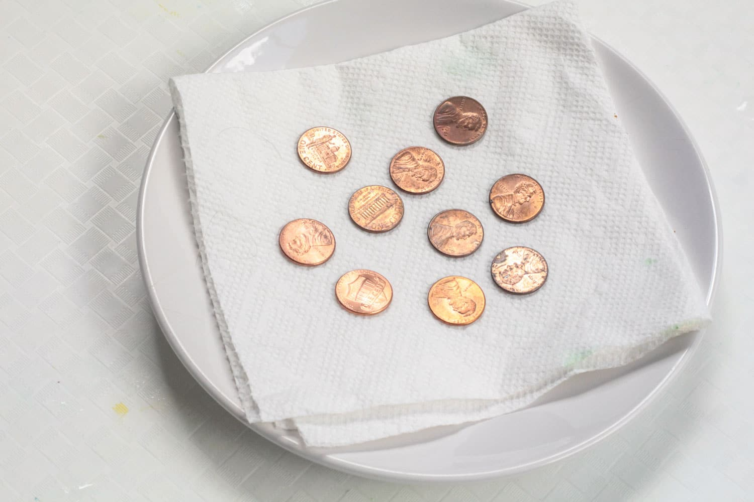 Want an easy and educational activity? Turning a penny green is a fun science experiment that kids of all ages enjoy! Turning pennies green is a classic science activity where kids learn how to oxidize a penny quickly.