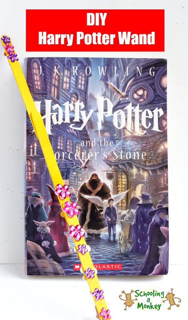 Love Harry Potter? You won't want to miss making this super-simple Harry Potter wand craft using craft sticks and glitter glue!