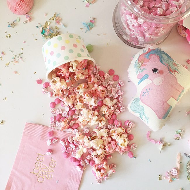 If your kids love unicorns, they they will go nuts for these fun and adorable unicorn treats! Perfect for a unicorn birthday party!