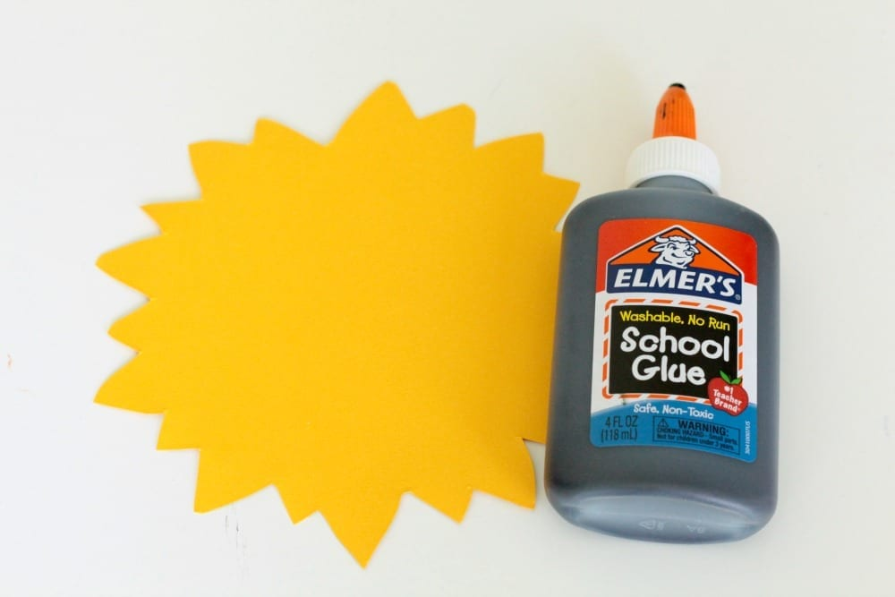 Sunflower lovers will love this super simple black glue sunflower craft. It's the perfect classroom-friendly craft for early fall!