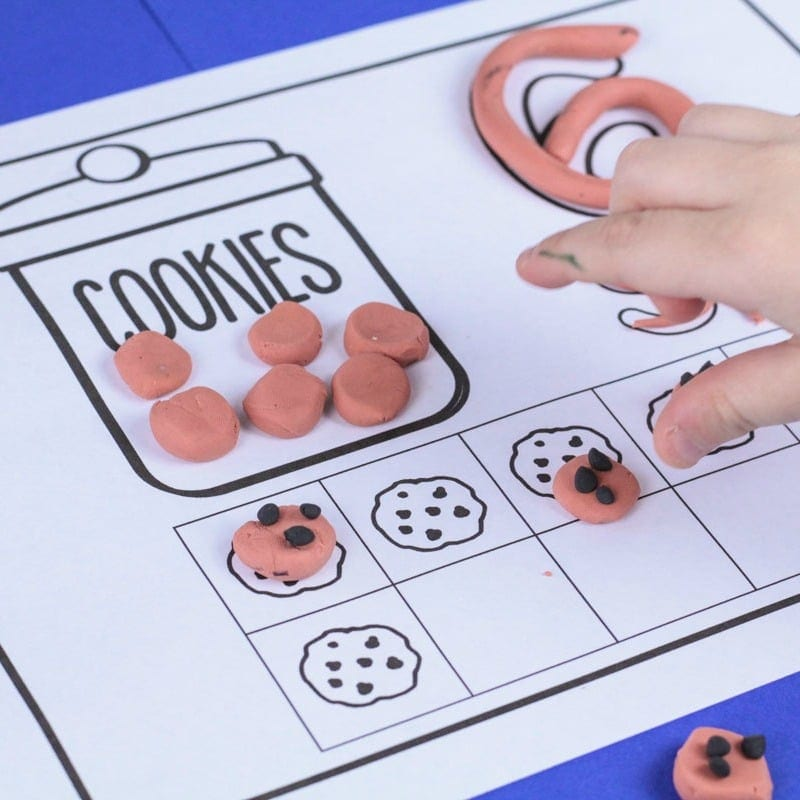 Make Math Fun with these Cookie Counting Playdough Mats
