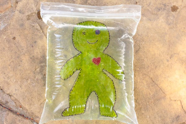 Have you ever tried the leakproof bag science experiment? Now, there is a fun voodoo doll Halloween version. Kids will love this spooky science activity!