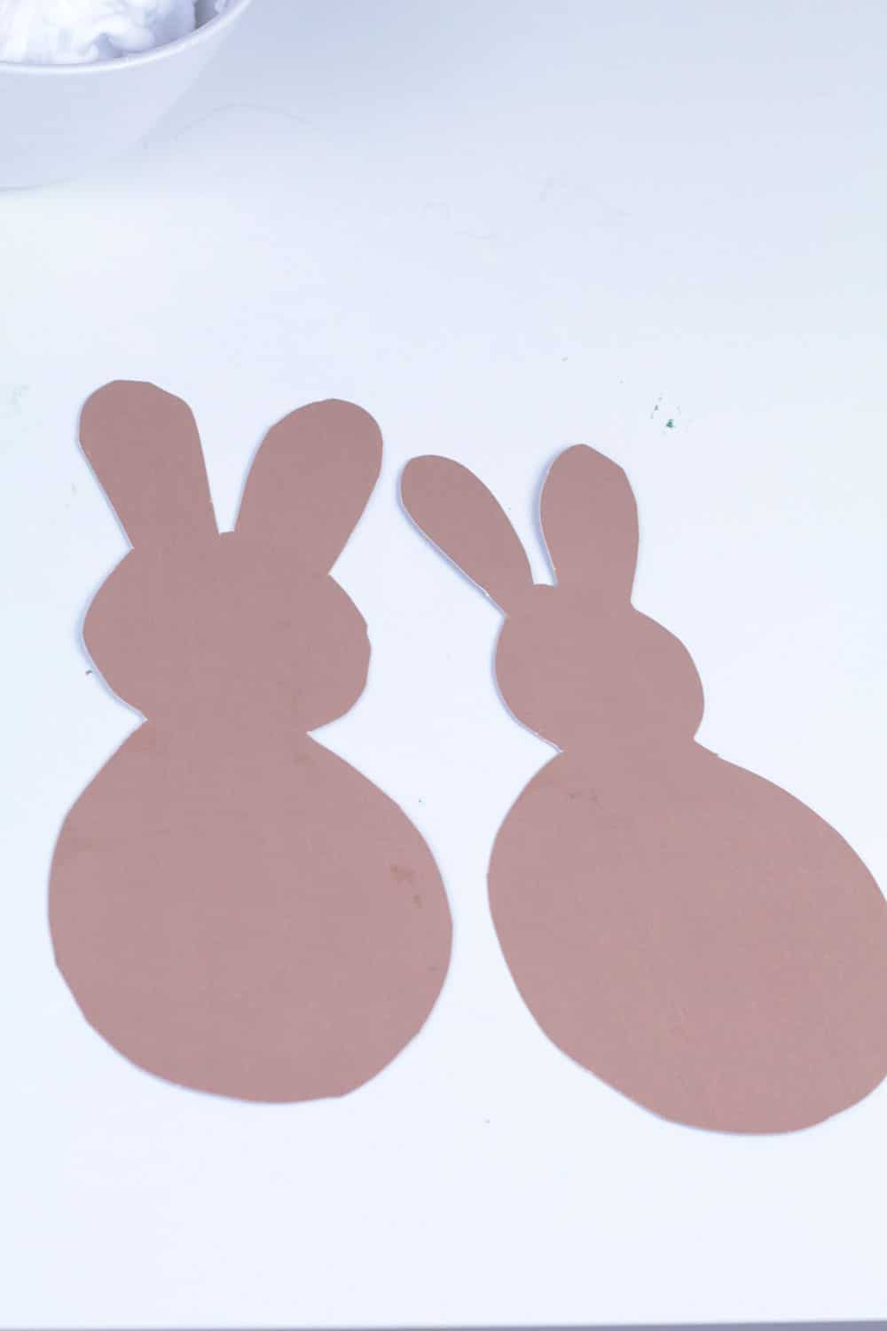 Calling all slime fans! This fluffy bunny tail slime recipe is the perfect slime recipe for Easter! The Easter slime is super fluffy and looks just like a bunny tail! Use the printable bunny template to make this slime activity even easier!