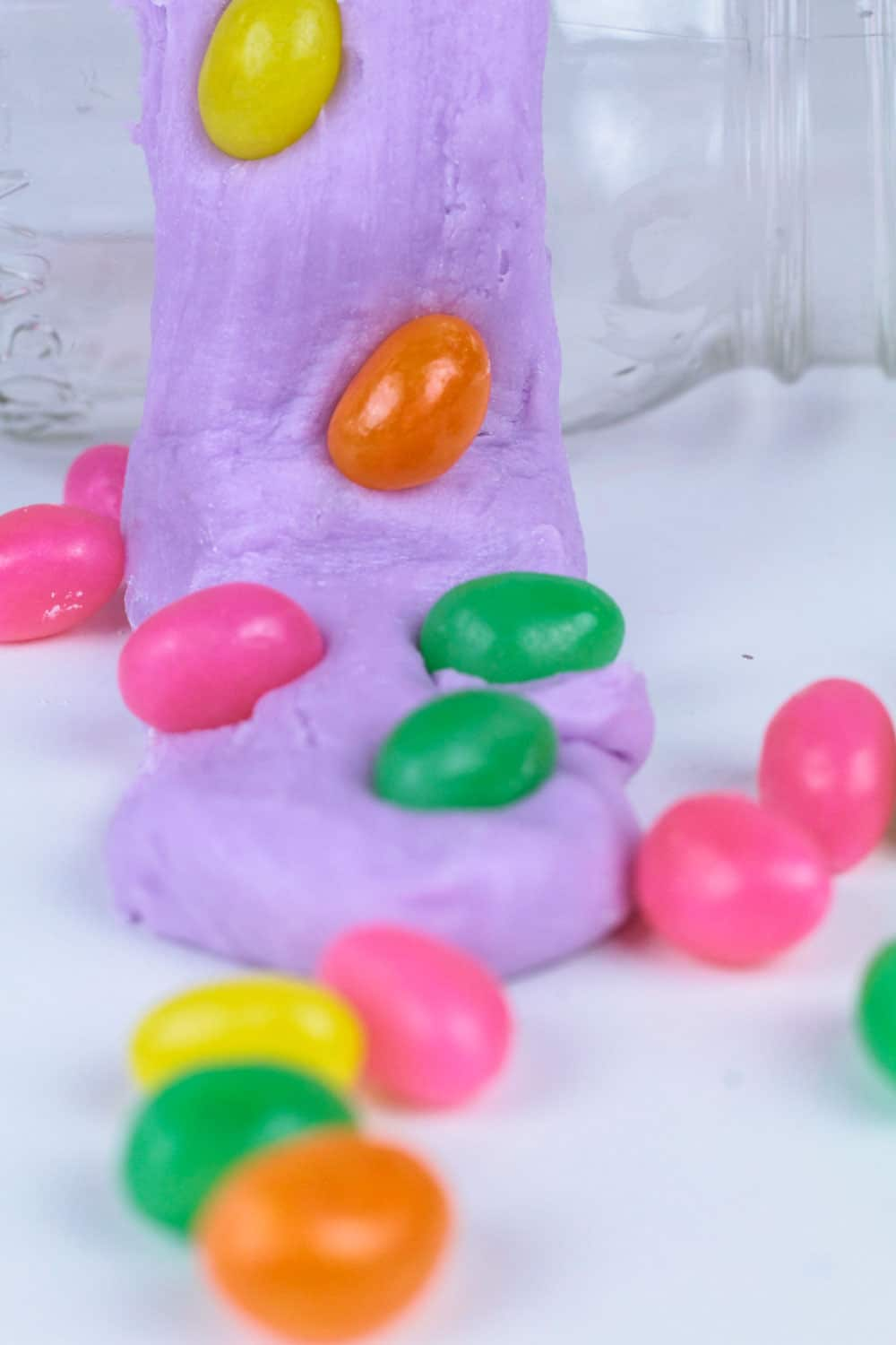 Do you love slime? Want to know how to make edible slime? This edible jellybean slime recipe is the perfect edible slime recipe for Easter! You don't have to be a slime expert to make this tasty borax-free slime for Easter! The perfect Easter slime recipe!