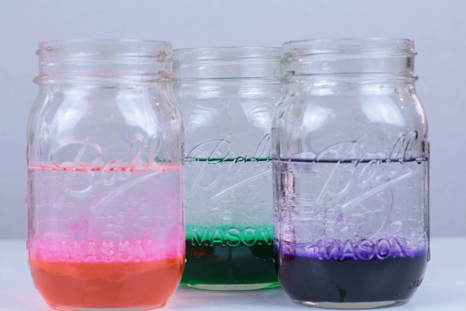 Love Easter? Love science? You won't want to miss this fun Easter lava lamp science experiment for kids! Kids will love the bright spring colors and it's a fun way to explore chemical reaction science with young kids using lava lamp technology!
